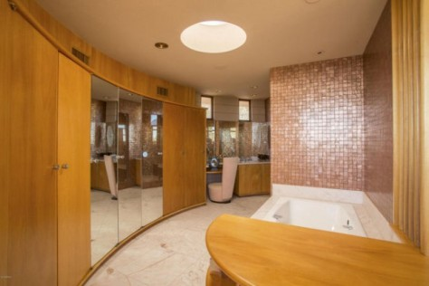 The Norman Lykes Home (Master Bath), Completed in 1967 by FLW's Apprentice John Rattenbury